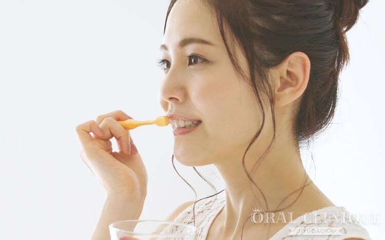 食事や歯みがきの時の取り外せるので衛生的
